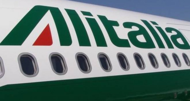 Conti Alitalia di male in peggio, mentre i commissari puntano a venderla unita a qualcuno. Emergono gravi responsabilità dei vecchi manager, quanto meno incompetenti.