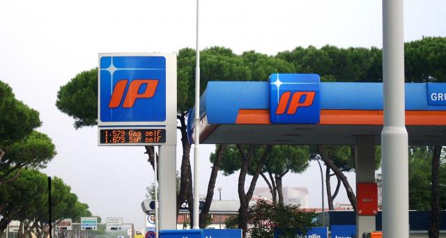 Prosegue il ribasso dei prezzi di benzina e diesel sulla scorta del calo delle quotazioni dei prodotti petroliferi
