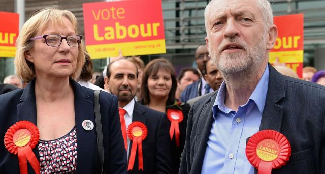 Sterlina ai massimi contro il dollaro da fine settembre, mentre i laburisti si dilaniano a 4 settimane dalle elezioni anticipate. Il loro leader Jeremy Corbyn presenta un piano per l'aumento delle tasse sulle imprese.