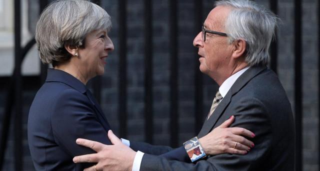 Sterlina ai massimi da fine settembre sulla Brexit, mentre iniziano le trattative tra Londra e Bruxelles per il divorzio. La cena tra Theresa May e Jean-Claude Juncker sarebbe andata molto male.