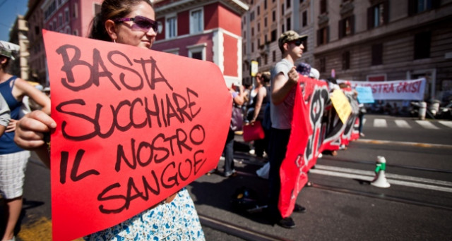 La caduta della classe media, fotografata ieri dall'Istat, pone seri interrogativi all'Italia, perché senza di essa e una sua coscienza, il futuro dell'economia e la stessa convivenza sociale vengono meno.