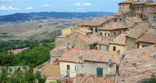 Per comprare casa in Italia servono 4 anni di stipendio in meno rispetto al 2006. E' l'effetto della crisi, che ha travolto il nostro mercato immobiliare. Ma all'estero, le cose non stanno così.