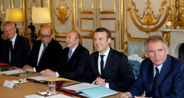 La riforma del lavoro del presidente Macron non piace ai sindacati in Francia, che chiedono più tempo per negoziare. Il governo parte da destra, ma alle elezioni legislative di giugno potrebbe scoprirsi troppo a sinistra.