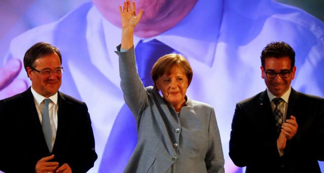La cancelliera Angela Merkel vince le regionali nel Land più popoloso della Germania, a 4 mesi dalle elezioni federali. Il quarto mandato è vicino e la sinistra tedesca rischia un ennesimo KO.