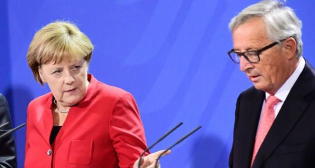 La Brexit crea tensioni nella stessa UE, dove la cancelliera Angela Merkel sarebbe furiosa con il presidente della Commissione europea, Jean-Claude Juncker, a causa del suo linguaggio inappropriato verso Londra.