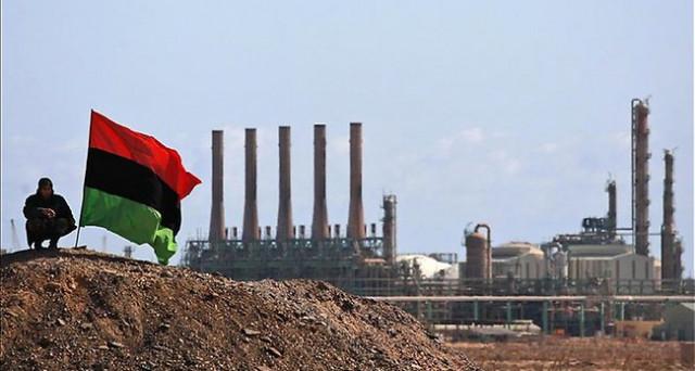 Prezzi del petrolio in netto calo sotto i 50 dollari, dopo che anche la Libia segnala una crescita costante della produzione. L'accordo OPEC appena esteso di 9 mesi rischia di essere inutile.