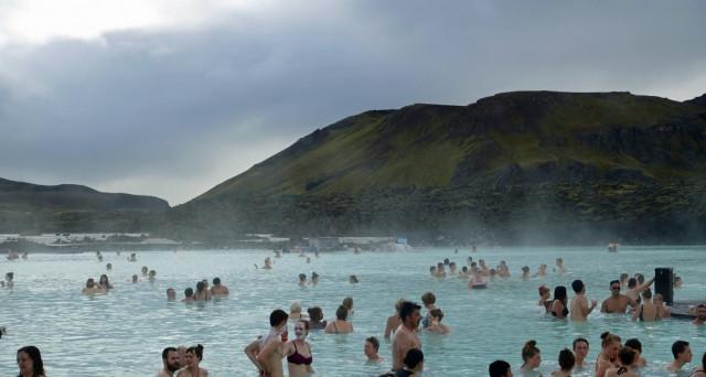 I turisti in Islanda danno vita a un boom economico poco apprezzato dal governo, che raddoppia l'IVA da luglio.