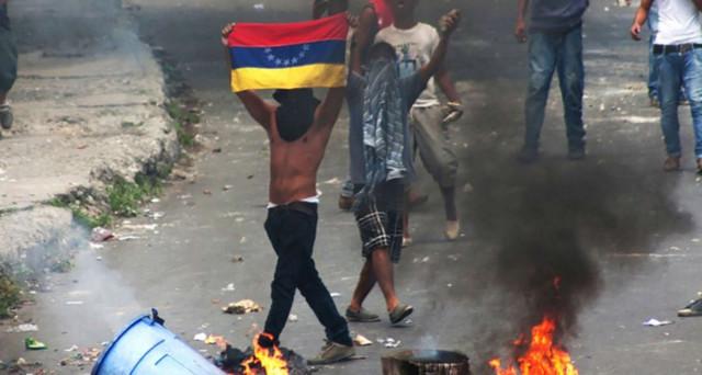 Venezuela, Maduro: nuova assemblea costituente. Le proteste continuano