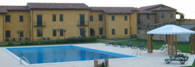 Ancora uno scandalo sul business dell'accoglienza degli immigrati: questa volta a essere coinvolta è la cooperativa San Martino. Davvero hotel a 5 stelle?