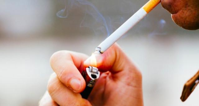 Stop alla vendita online di cartine e filtri, le sigarette elettroniche si salvano ma la tassa sul fumo colpisce ancora.