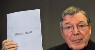 Ancora uno scandalo di pedofilia e Vaticano e questa volta colpisce un personaggio molto di spicco: il cardinale Pell, accusato di sevizie a minori.