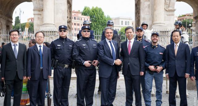 Milano, tornano in servizio i poliziotti cinesi