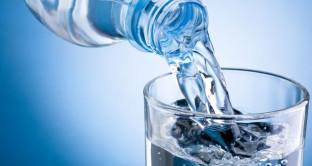 Acqua minerale, il Ministero impone il ritiro per contaminazione da Pseudomonas: ecco le marche i lotti coinvolti