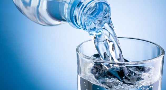 Ancora scandali sull'acqua minerale: ecco le marche e i lotti coinvolti in un'operazione del Ministero della Salute. Pericolo contaminazione.