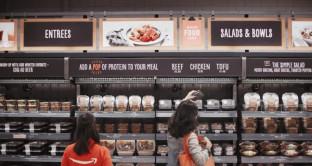 Amazon rivoluziona il mercato alimentare: ecco come faremo la spesa e perché negli USA è già guerra