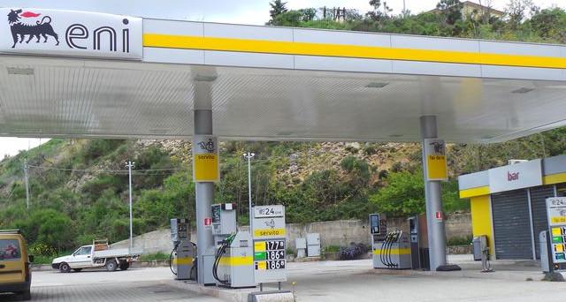Il prezzo medio nazionale praticato in modalità self della benzina è pari a 1,561 euro/litro