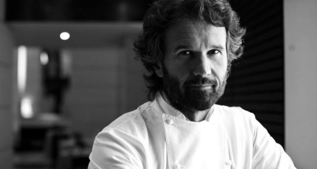 Un giro d'affari enorme intorno al mondo dei grandi 'cuochi': ecco quanto guadagnano i 5 top chef stellati. Stupisce Cracco.