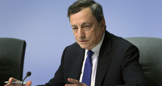 La Bce lascia i tassi fermi al minimo storico