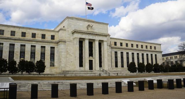 La Federal Reserve potrebbe iniziare a tagliare il suo bilancio dalla fine dell'anno e fornire da domani indicazioni più chiare sulle modalità. Atteso anche il quarto rialzo dei tassi USA dall'inizio della stretta monetaria.