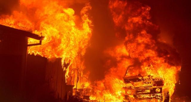 L'Italia brucia sempre di più, soprattutto al Sud e in Campania: ecco chi ci guadagna e guadagnerà con l'emergenza incendi. Benvenuti nel Bel Paese.