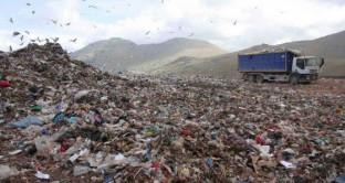 L'Italia sta diventando un'immensa Terra dei Fuochi: il trend dei crimini ambientali è in crescita per un giro di 13 miliardi di euro. E la politica?