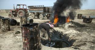Nelle nostre auto benzina che sa di 'sangue': come l'Italia si arricchisce con il petrolio dall'ISIS, l'inchiesta