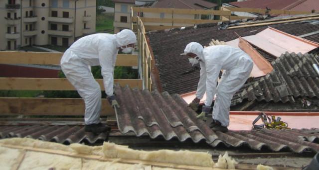 Il nuovo report dell'Osservatorio sull'impatto dell'amianto a scuola : 350mila studenti e 30mila insegnanti a rischio, 6mila le morti collegate all'amianto.