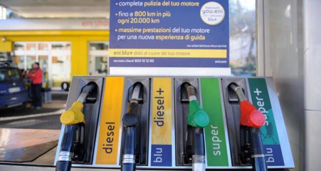 Invariato il prezzo medio nazionale praticato in modalità self della benzina, pari a 1,546 euro/litro