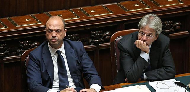 Su ius soli gazzarra fasulla di Alfano per tornare da Berlusconi