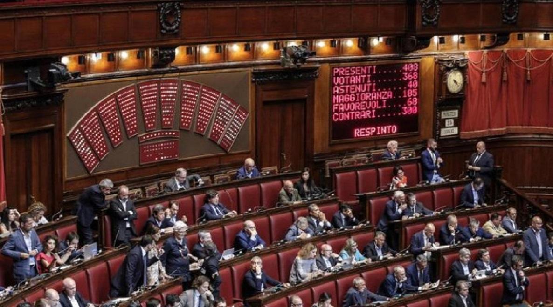 I nuovi stipendi d oro dei dipendenti di camera e senato for Dipendenti camera dei deputati