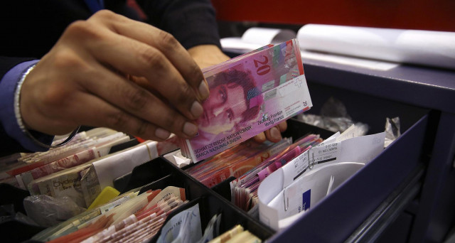 Franco svizzero a -3% contro l'euro quest'anno e ora sfonda quota 1,10 per la prima volta da 13 mesi. Buone notizie per la banca centrale di Zurigo, che lotta ancora contro la deflazione.