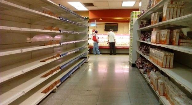 Emergenza drammatica in Venezuela, dove ormai si è costretti a scegliere tra igiene personale e mangiare. L'economia al collasso sta facendo morire di fame un paese intero.