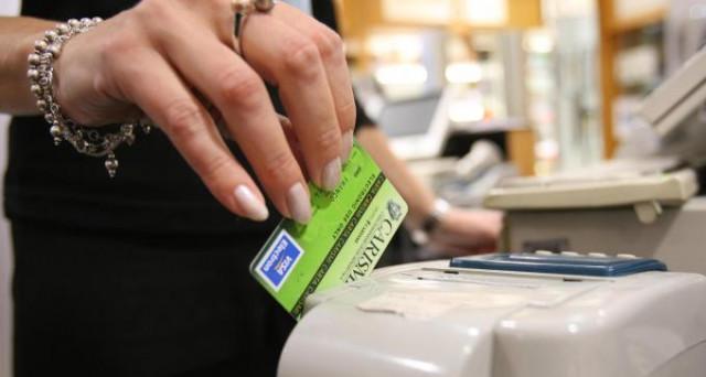 Bancomat obbligatorio anche per pagamenti di 5 euro. Così lo stato regala nuovi soldi alle banche, prendendoli dai piccoli imprenditori e dal lavoro autonomo.