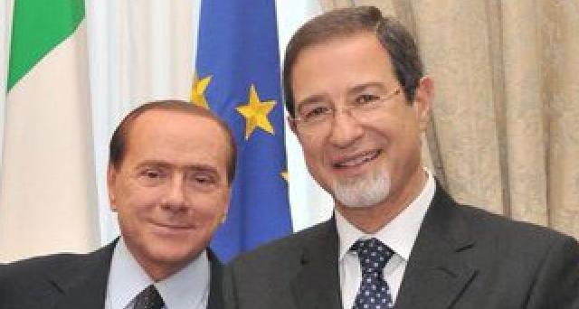 Silvio Berlusconi cerca l'unità del centro-destra in Sicilia, dopo un fine settimana burrascoso per la coalizione. Ecco perché dovrà sostenere Nello Musumeci, se non vorrà consegnare l'isola e il governo nazionale al Movimento 5 Stelle.