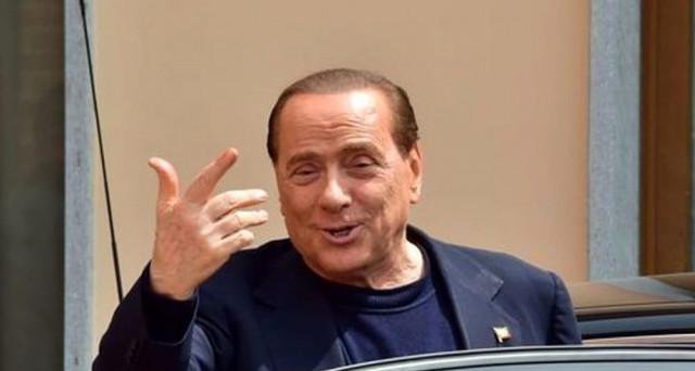 Giochi politici aperti in Sicilia, dove il centro-destra si starebbe ricompattando su Nello Musumeci, mentre nel centro-sinistra esplodono le divisioni. E Silvio Berlusconi si prepara a tornare in campo.