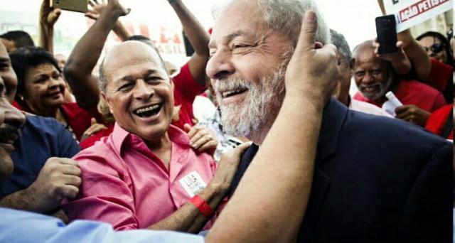 Brasile, Lula torna in campo