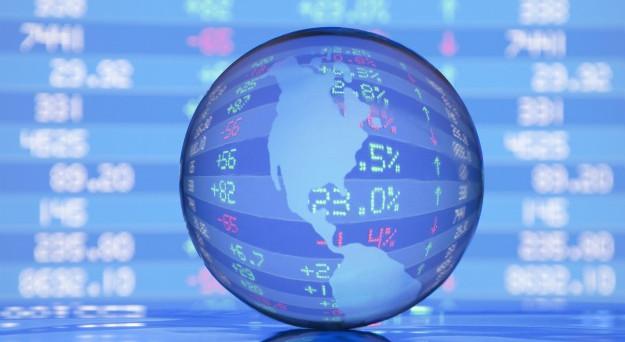 Economia mondiale più in forma negli ultimi mesi, grazie anche al dollaro debole. E a sostenerla sono, in particolare, i paesi emergenti.
