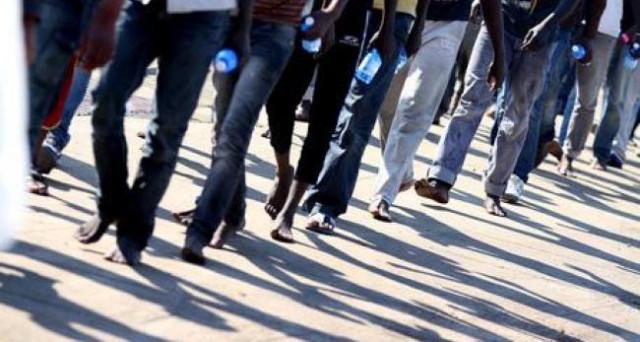Emergenza migranti, ancora una 'fake news' (svelata da foto e video): quanto ci costa l'operazione 'Strade sicure'?