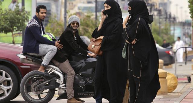 Le donne in Arabia Saudita iniziano a farsi spazio nel mondo del lavoro, grazie alla svolta del Principe Mohammed, che da poco più che trentenne sta trasformando il regno, sganciandolo dal petrolio.