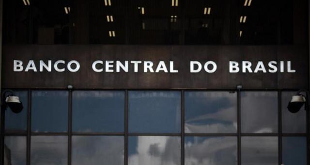 Il Brasile chiamato all'ennesimo taglio dei tassi in meno di un anno, sostenuto da un'inflazione ai minimi dal 1999. La politica complica, però, i piani della banca centrale.