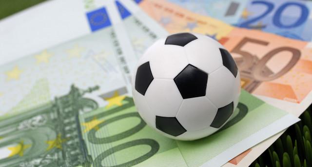 L'eccesso di liquidità sui mercati è palpabile anche nel calciomercato. La bolla si vede più nel pallone che neanche a Wall Street