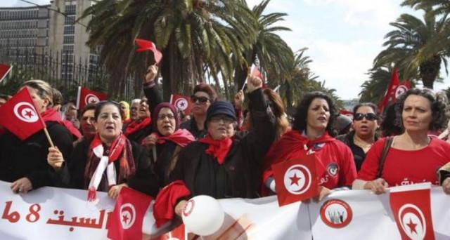 Donne tunisine con gli stessi diritti degli uomini sull'eredità? Il novantenne presidente invoca la parità, mentre l'economia dello stato nordafricano resta in crisi e la politica instabile.