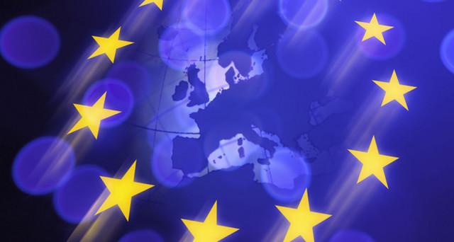 La UE vuole estendere l'euro a tutti gli stati membri, ma alcuni governi non ci stanno. Quale strategia c'è dietro?