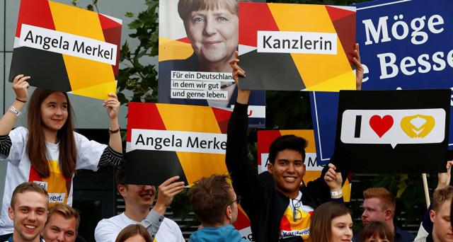 I risultati delle elezioni in Germania sembrano scritti, ma tra due settimane si rischia l'apertura di una crisi istituzionale nel cuore dell'Europa. Il modello tedesco segnala più di una stortura.