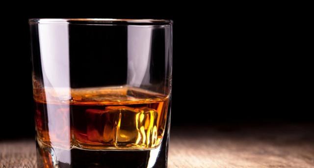 Ecco la classifica dei 4 liquori più costosi al mondo. Lo sapevate che il più povero costa solo 1 milione di euro? Roba da ricchi.