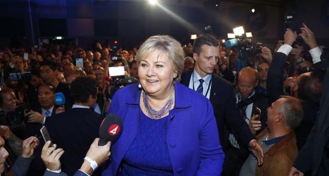 La sinistra resta all'opposizione in Norvegia, dove il centro-destra ottiene una storica riconferma. L'economia ha spinto il governo e affossato i laburisti, guidati da un leader milionario.