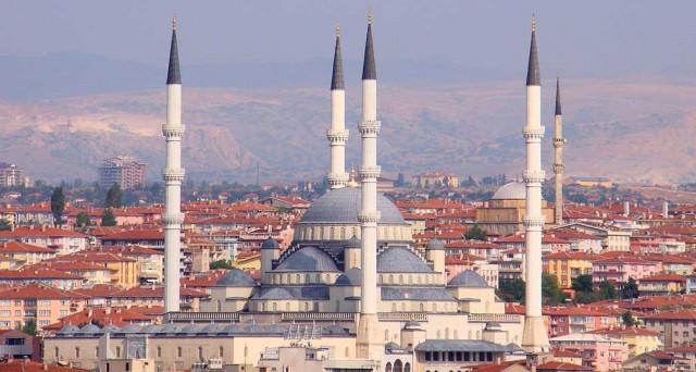 Niente ingresso della Turchia nella UE, ma la lira non ne risente. Tra Berlino e Ankara è alta tensione.