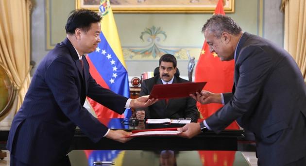 Altro che dollarizzare l'economia venezuela, il presidente Nicolas Maduro punta a sganciarsi dagli USA e a fissare la parità del cambio con lo yuan. Cosa significa?