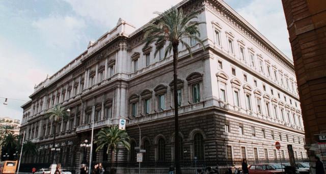 Le banche italiane prestano meno soldi alle imprese, ma potrebbe fare bene alla nostra economia. Vediamo perché.