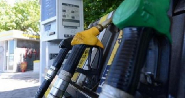 Nessuna variazione di presso dei carburanti alle stazioni di servizio. La benzina costa mediamente 1,521 euro al litro, il diesel 1,374